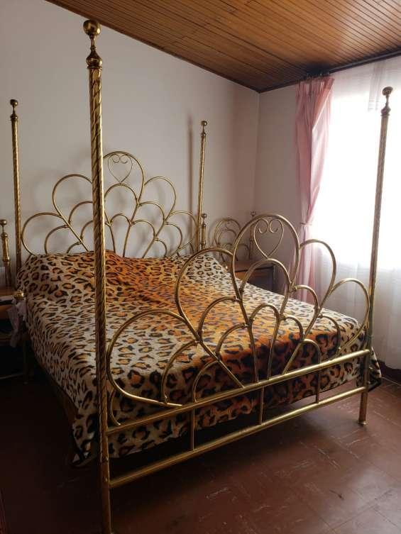 Elegante cama dormitorio clásico en bronce