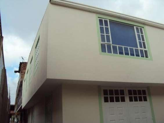 Casa  dos pisos 3 apto terminada ,con terraza