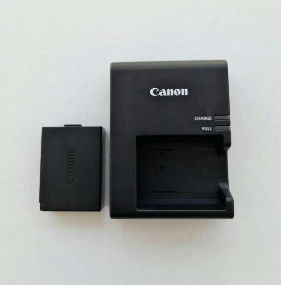 Cargador original canon con batería original canon.